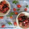 Salade de fraises au pesto de noisettes et menthe