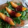 Salade de melon au jambon cru grillé