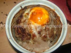 oeuf cocotte dans son nid de viande hachée